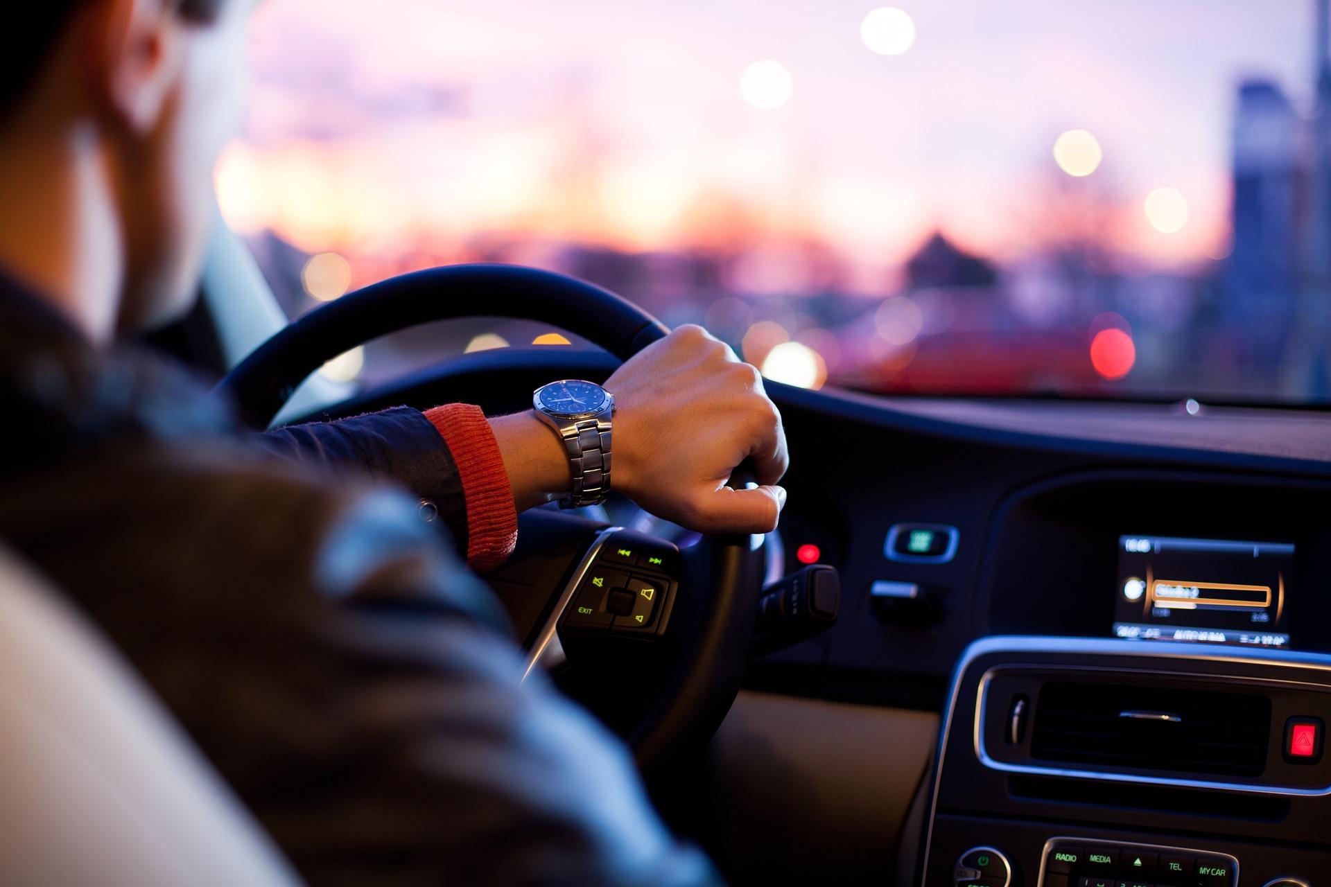 タクシーに乗るときに想定される他のシーンに使える英語フレーズ